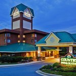 CountryInn&Suites WindyHill ExteriorNight