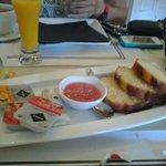 Desayuno normal (también incluye huevos revueltos con bacón)