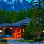 Mountaineer Lodge Lake Louise