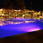 la piscina ed il ristorante