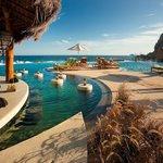 Swim-up Poolside Bar