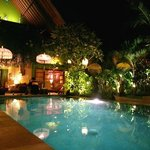Villa Eden bei Nacht