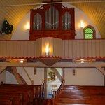 Holzkirche Elend innen mit Blick auf die Orgel