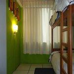 Habitacion cuatro camas con baño privado y tv cable