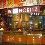"""Im Einkaufszentrum: Kaffe """"St. Moritz"""""""