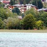 Blick über den Achensee auf das Hotel