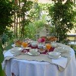 Petit déjeuner sous la gloriette
