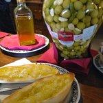 Tostadas con aceite de oliva de la zona... baratas y deliciosas!