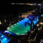 Blick vom Balkon von Zimmer 355 bei Nacht