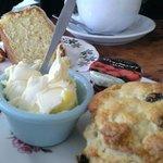 Cream tea and lush LEmon drizzle cake