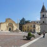 la chiesa con il campanile