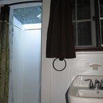 plafond en plexiglas dans la douche, chalet no.8