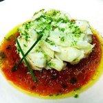 ¡Delicioso! Bacalao confitado con guiso en frío de tomates