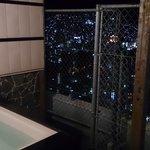 フェンスに囲まれ貸切露天風呂