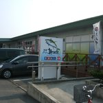 入口前には無料駐車場があります。午後から夕方にかけての方が空いています。