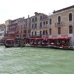 foto del hotel tomada desde el puente de Rialto