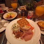 朝食。エッグベネディクトあったのが嬉しかった