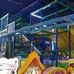 Achterbahn in der Fun City Marina Mall Abu Dhabi