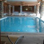 La piscine et jacuzzi
