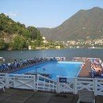 Piscina flutuante (no Brasil o IBAMA não permitiria...)