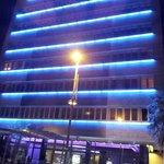 Esterno hotel di notte
