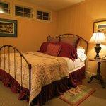 room 104 1 queen