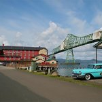 Hotel, Astoria Bridge, cool 1958 Chevy