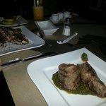 Filete cubano y langostinos esmeralda