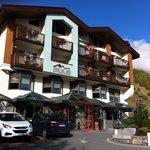 Esterna hotel, parcheggio gratuito nonche parking coperto su due piani