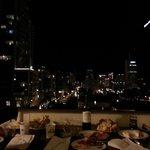Vin et fromage sur notre balcon!