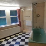 Large ensuite bathroom, Room 1