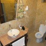 Room 11 - bathroom
