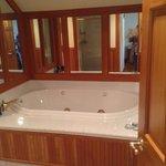 Arden Room 406 Bath
