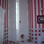 Baños de habitaciones, pintados cada una de un color
