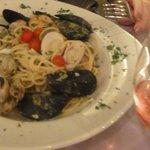 Espaguete com frutos do mar e vinho rosé... ótima escolha!