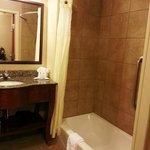 Clarion Inn Pigeon Forges bathroom