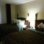Photo de Staybridge Suites Memphis - Poplar Ave East