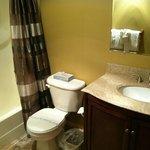 Griz Inn Suite Bathroom