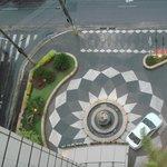 vista dall'alto dell'ingresso all'hotel