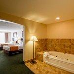 2 Queen Bed Suite with Jacuzzi