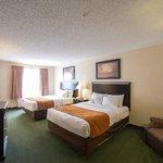 2 Queen Bed Suite