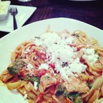Rose sauce pasta with feta, spinach and roast chicken