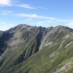 間ノ岳に続く稜線