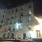 L'hotel  visto dalla strada