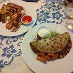 Tris di carne e patate con cipolla e speck - Frittata alle verdure ripiena di carne e peperoni