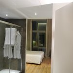 Camera 6 con doccia nell'ingresso