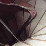 Volée escalier (3° étage°) plusieurs barreaux enlevés