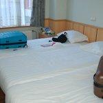 3 lits côte à côte pas d'espace entre