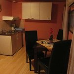 Kitchenette/dining area