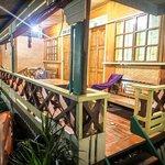 Photo de Tandikan Beach Cottages